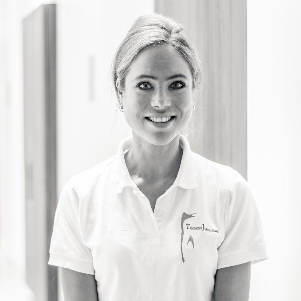 Marit-Bakker-Tandarts-_-Dentist